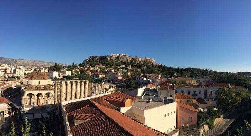 Visiter Athènes : vue de l'Acropole depuis Monastiraki