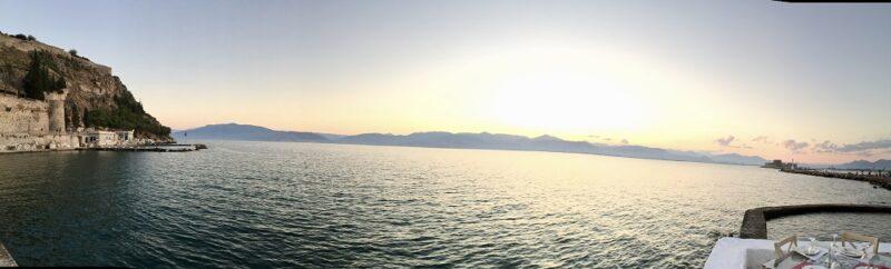 Dîner avec coucher de soleil sur la mer à Nauplie