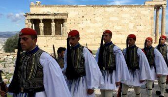 Les evzones - releve de la garde athenes - dimanche à athenes