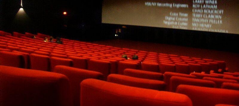 Athènes sous la pluie : aller au cinéma