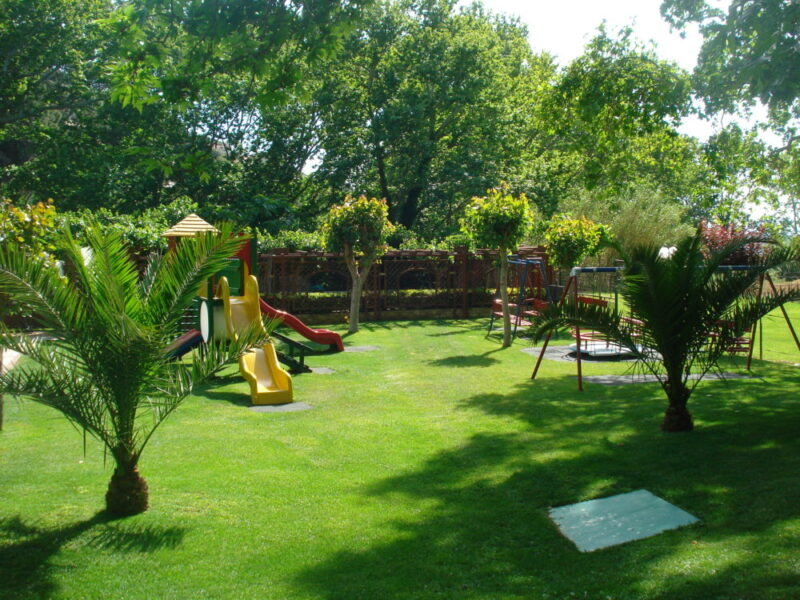 L'aire de jeux pour enfants du restaurant O Telis à Pendeli