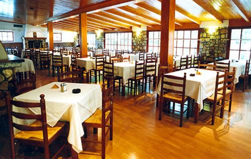 L'intérieur du restaurant O Telis à Pendeli