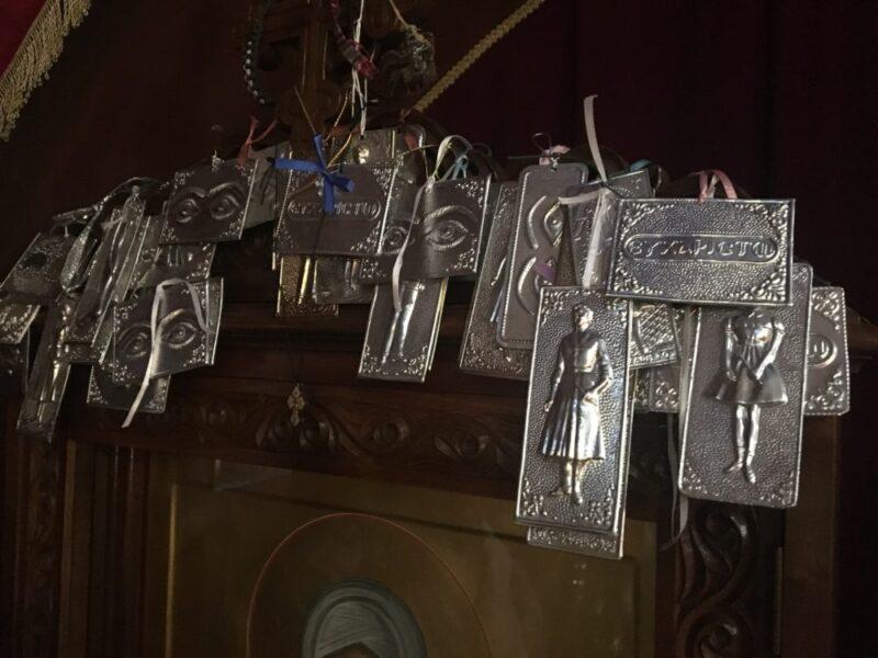 Icone et ex-voto à l'intérieur de l'Eglise russe à athènes