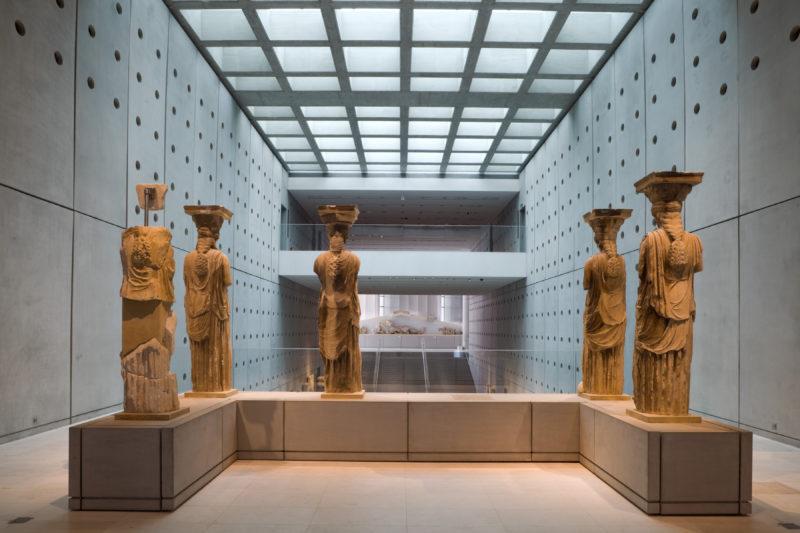 les cariatides au musée de l'acropole athènes