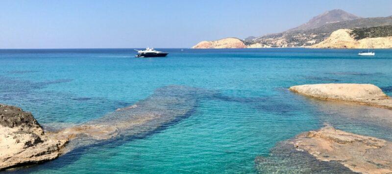 La plage de Firaplaka à Milos