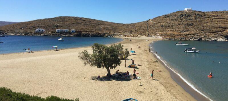 La plage de Kolona à Kythnos