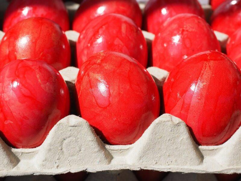 Oeufs rouges paques en grece