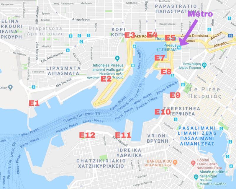 Le plan du port du pirée à athenes avec quais embarquement et metro