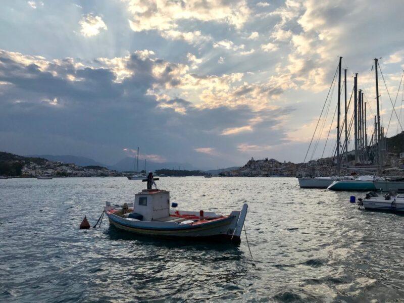 Poros, une île grecque proche d'Athenes