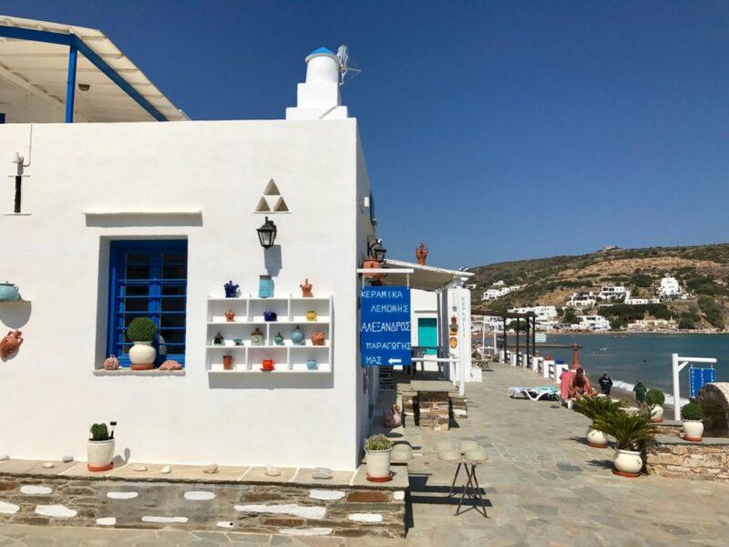 Magasin de céramique sur la plage de Platis Yialos à Sifnos