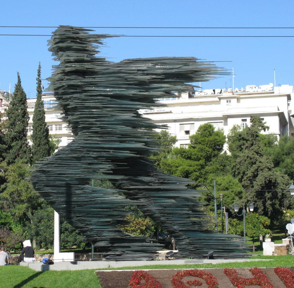 la statue du coureur devant le hilton