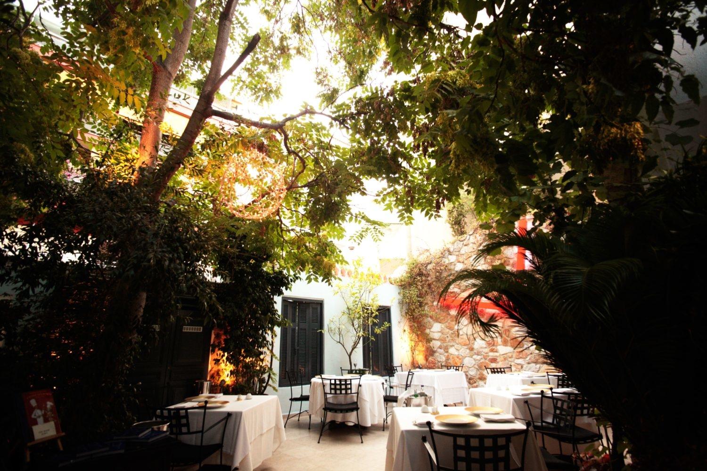 spondi exterieur terrasses restaurant français à Athènes
