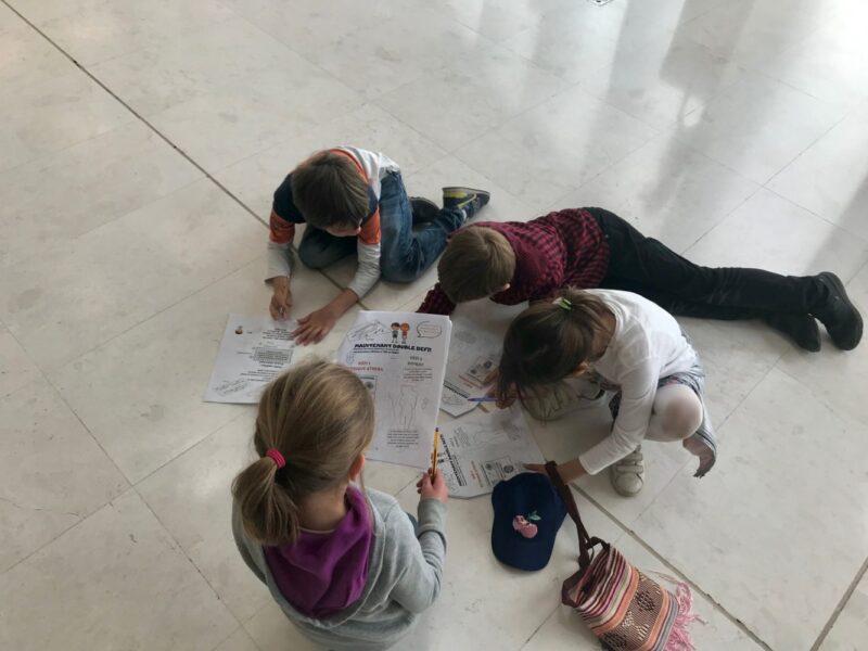 Visiter le musée de l'acropole d'athenes avec des enfants