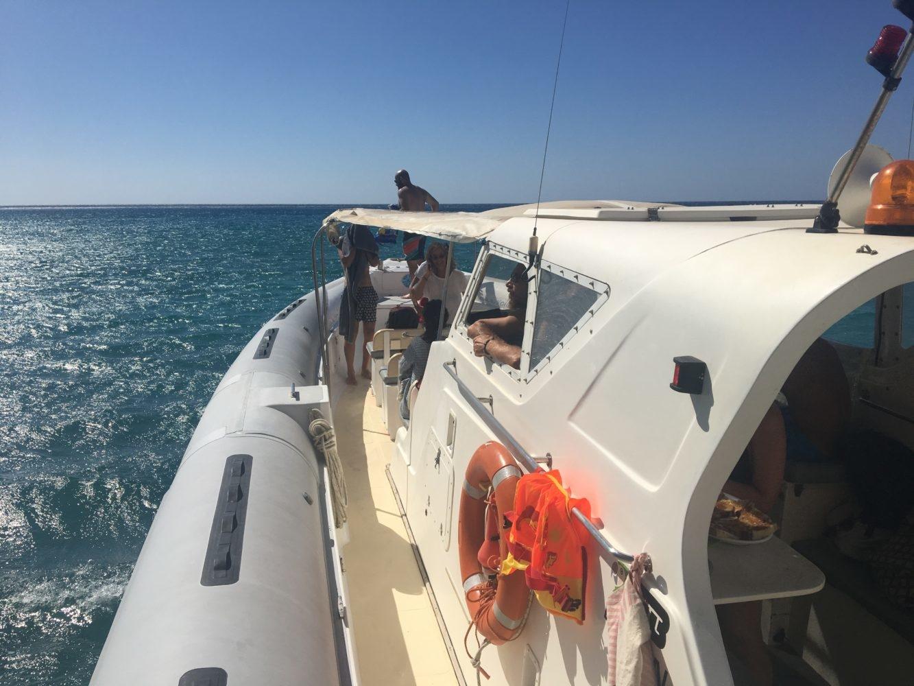louer un bateau en grece excursion bateau tour bateau milos santorin paros mikonos