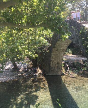 que faire dans les zagories ?rivière voidomatis rafting papingo pont pierres