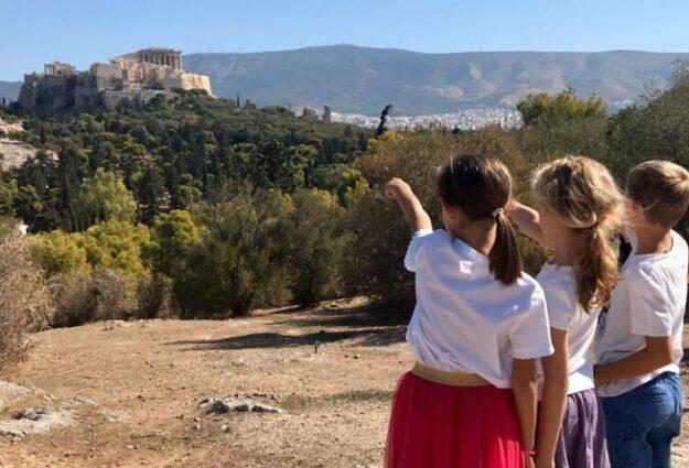 visiter l'acropole avec des enfants visites guidées, jeux de piste, audioguide, smartphone