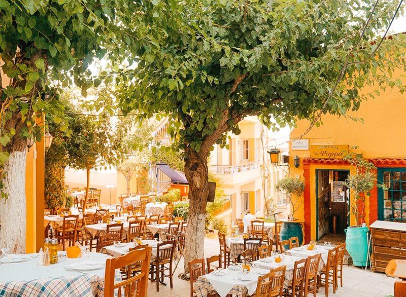 Manger en Grèce dans une taverne grecque