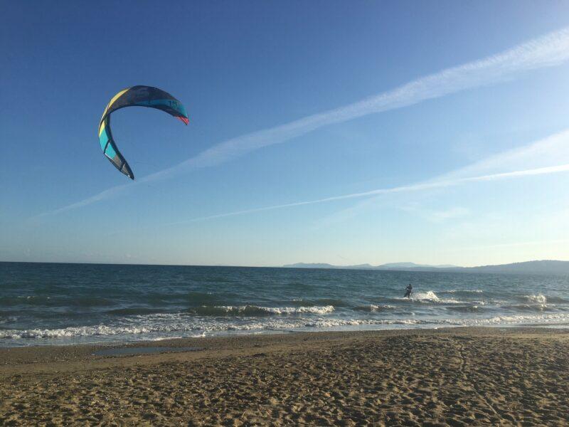 faire du kitesurf en Grèce paros naxos santorin kos rhodes Athènes Eubée Nea Makri