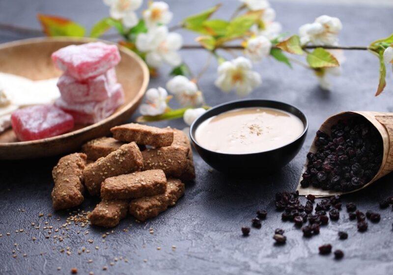panier gourmand douceurs sucrées de Grèce loukoums, biscuits, miel, pasteli, halva livré en France