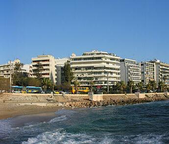 La ville de Glyfada près d'Athènes