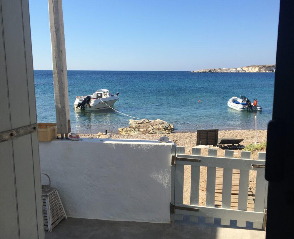maison de pecheur en Grece ile pieds dans l'eau