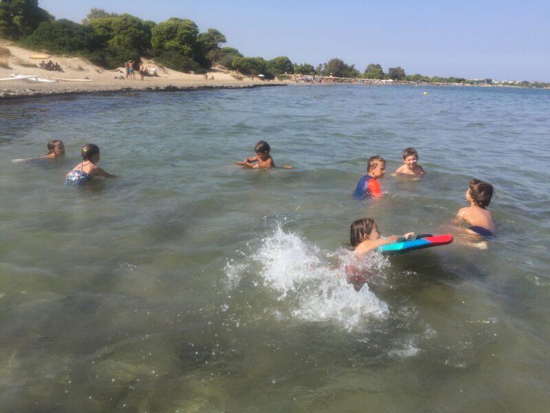 Enfants dans la mer