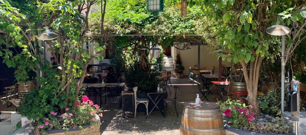 Ama Lachei Ama Laxei une taverne grecque à Exarchia athenes